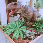 矢場町のフラリエに動いて叫ぶリアルな恐竜がお出迎えしています!